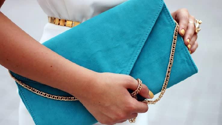 اكسسوارات الملابس الزرقاء