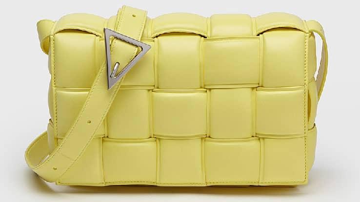حقائب اليد الصفراء