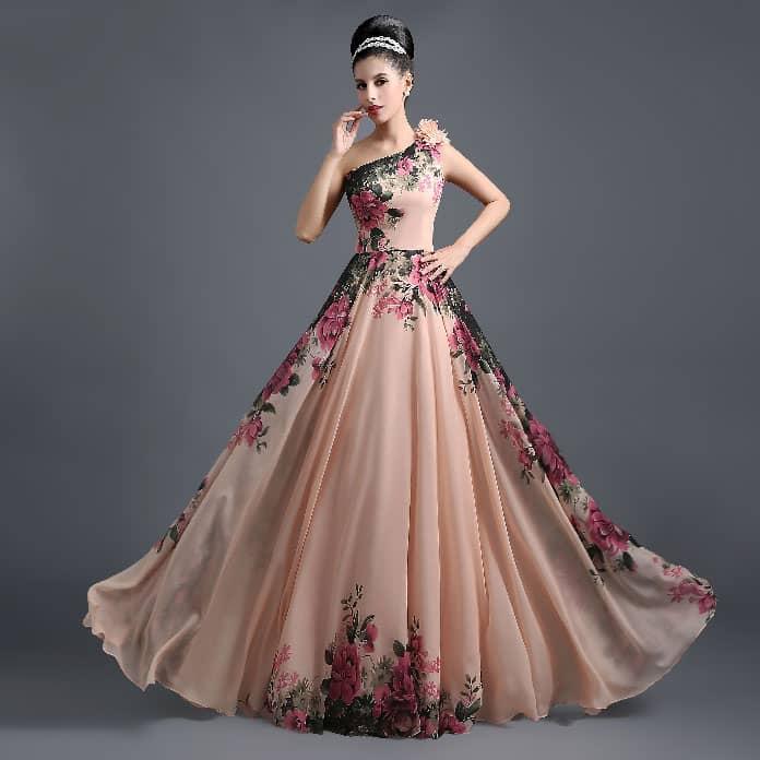 فساتين-عروس-مع-زهور-ملونة