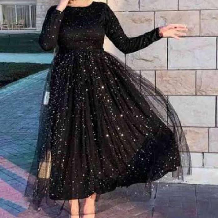 فستان أسود ليوم الخطوبة