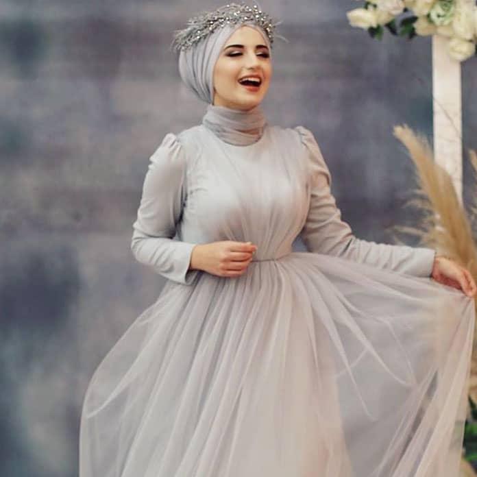 فستان خطوبة منفوش من التول