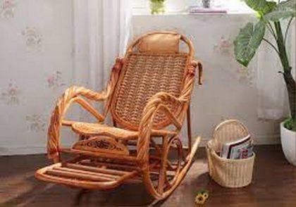 كرسي هزاز من خشب الرتان