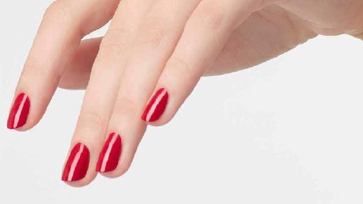 لون-المرجان-الأحمر-للأظافر