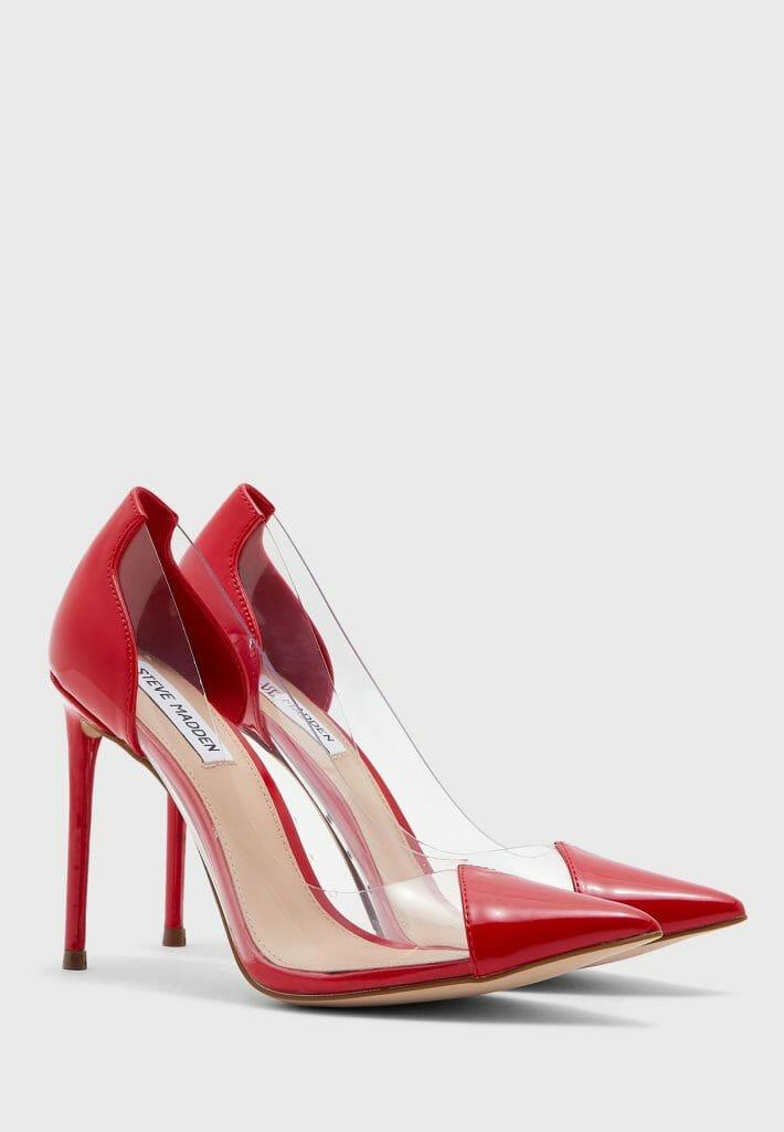هذا الحذاء  من ستيف مادن صمم لكل فتاة تريد ابراز طول جسمها و أناقتها مع طول الكعب حوالي 12 سنتمتر لونه الأحمر الجذاب أعطاه رونقا و جمال , ثقي بنفسك سيدتي و ارتدي هذا النوع من الأحذية سيزيدك تألقا و أكثر جاذبية لاطلالتك , يحتوي على جزء علوي من جلد صناعي متين واملس و وسادة قدم مبطنة قليلا لراحة اكثر لقدميك و ارتداءة أكثر مدة تريدين , كما يحتوي أيضا على نعل سفلي بنمط مميز لمزيد من المتانة, و مادة النعل هي اصطناعية , أما بالنسبة الى المادة الخارجية فهي من البولي يوريثين .