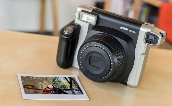 سعر الكاميرا الفورية في مصر فوجى Instax Wide 300