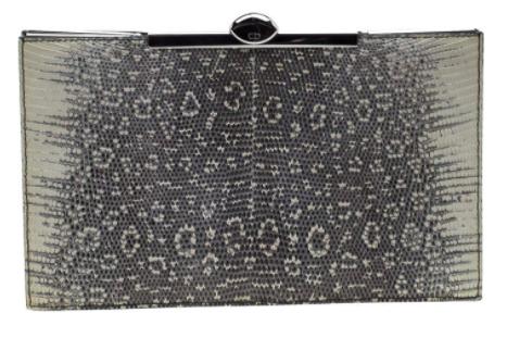 2- حقيبة كلتش ديور إطار سحلية رمادية اللون أو فاتحة اللون 1344 دولار